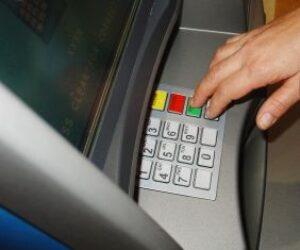 Czy potrafisz korzystać z bankomatu?